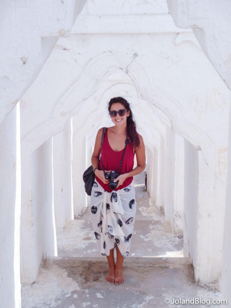 Entrada no templo em Mingun, Myanmar | O que levar na mochila para uma viagem longa