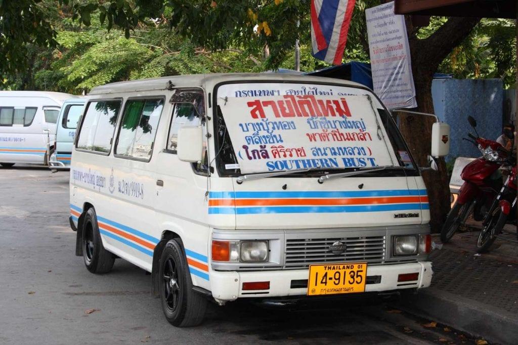 Minivan em Ayutthaya