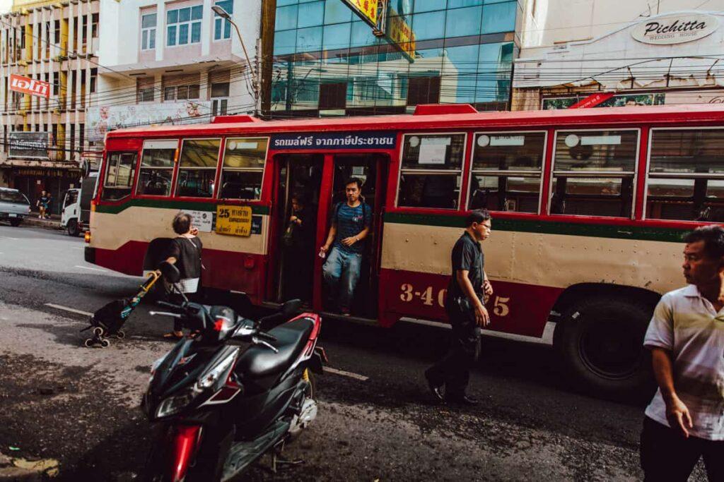 Autocarro em Bangkok, na Tailândia