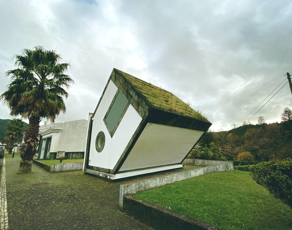 Casa Invertida nas Furnas na Ilha de São Miguel nos Açores
