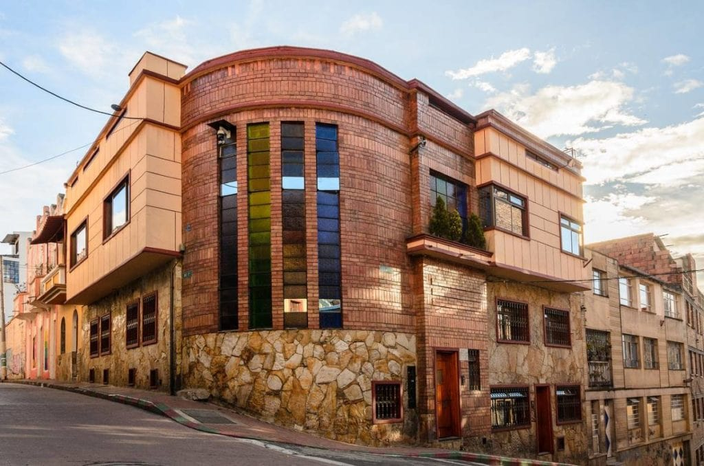Fachada da Casa Candilejas em Bogotá, Colombia