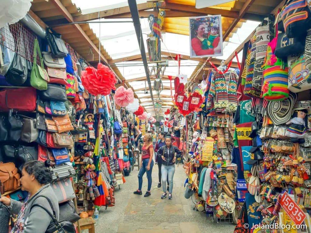 Mercado de souvenirs em Bogotá na Colômbia