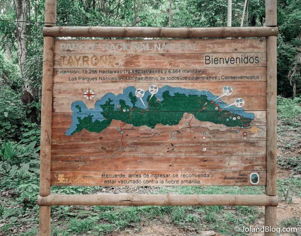 Painel na entrada do Parque Natural de Tayrona na Colômbia