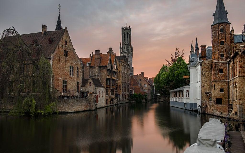 Anoitecer em Bruges, na Bélgica, um dos melhores destinos de Inverno da Europa