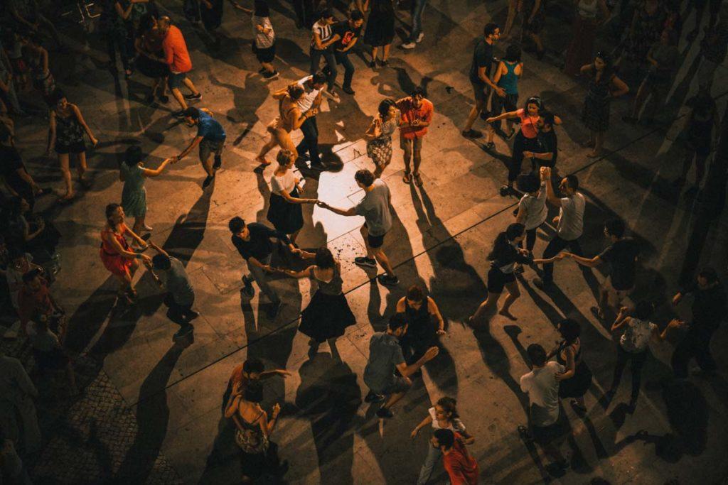 Pessoas a dançarem Salsa, Cali - o que ver e fazer na Colômbia / People dancing Salsa, Cali - what to do in Colombia