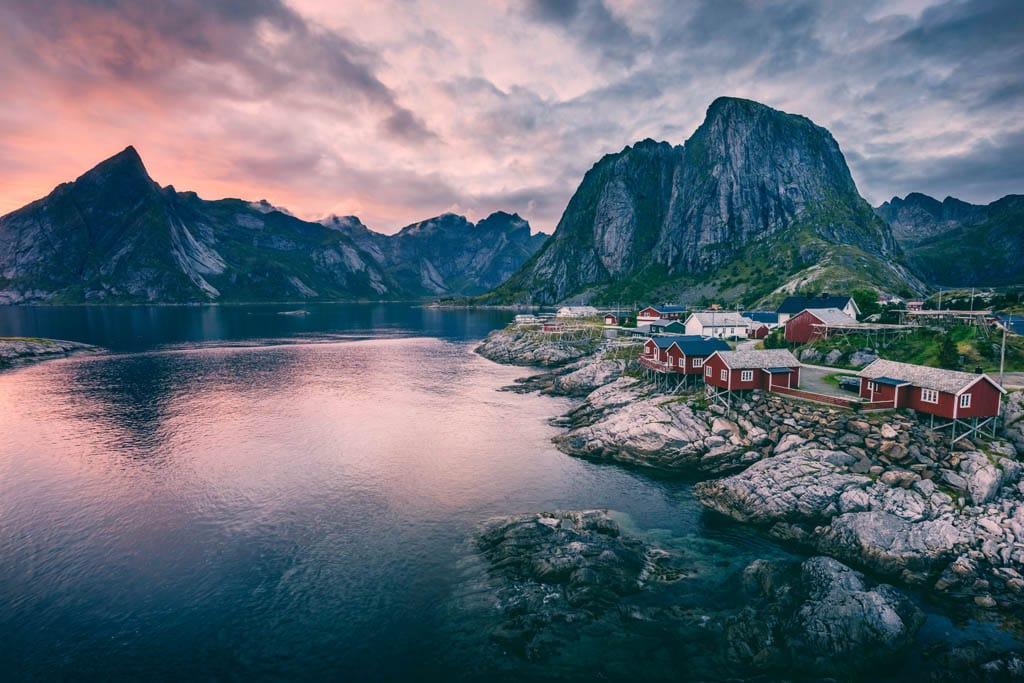 Cidade costeira na Noruega, um dos destinos mais seguros para viajar sozinha