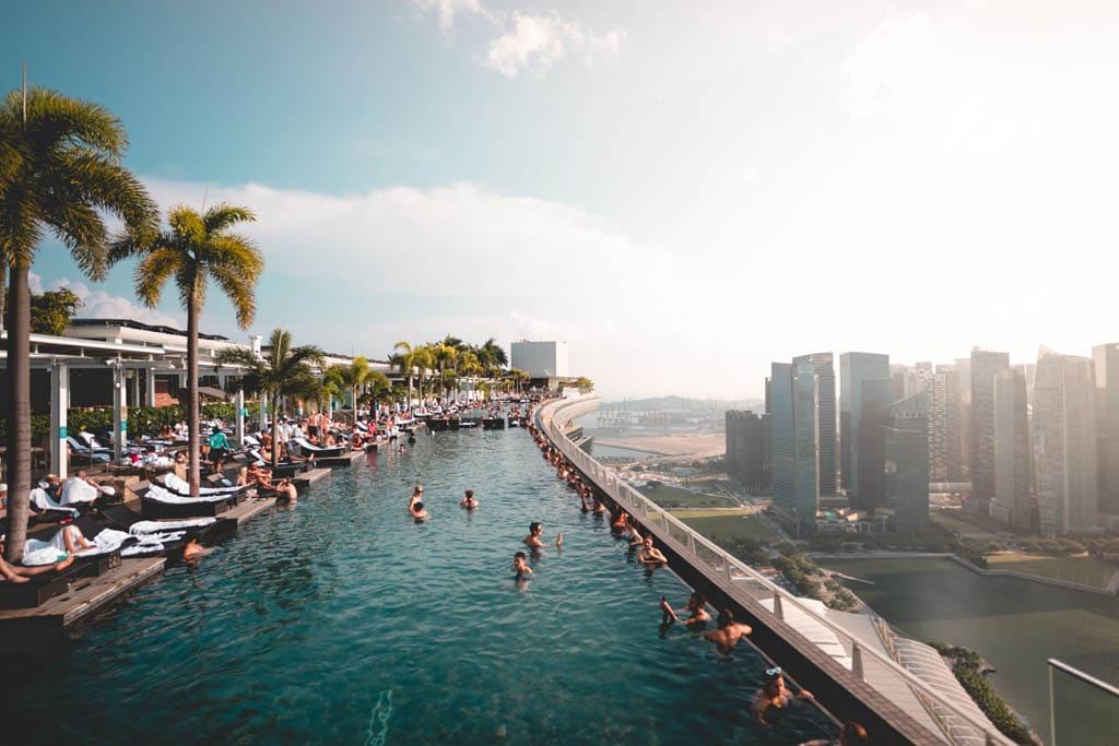 Piscina com vista sobre Singapura