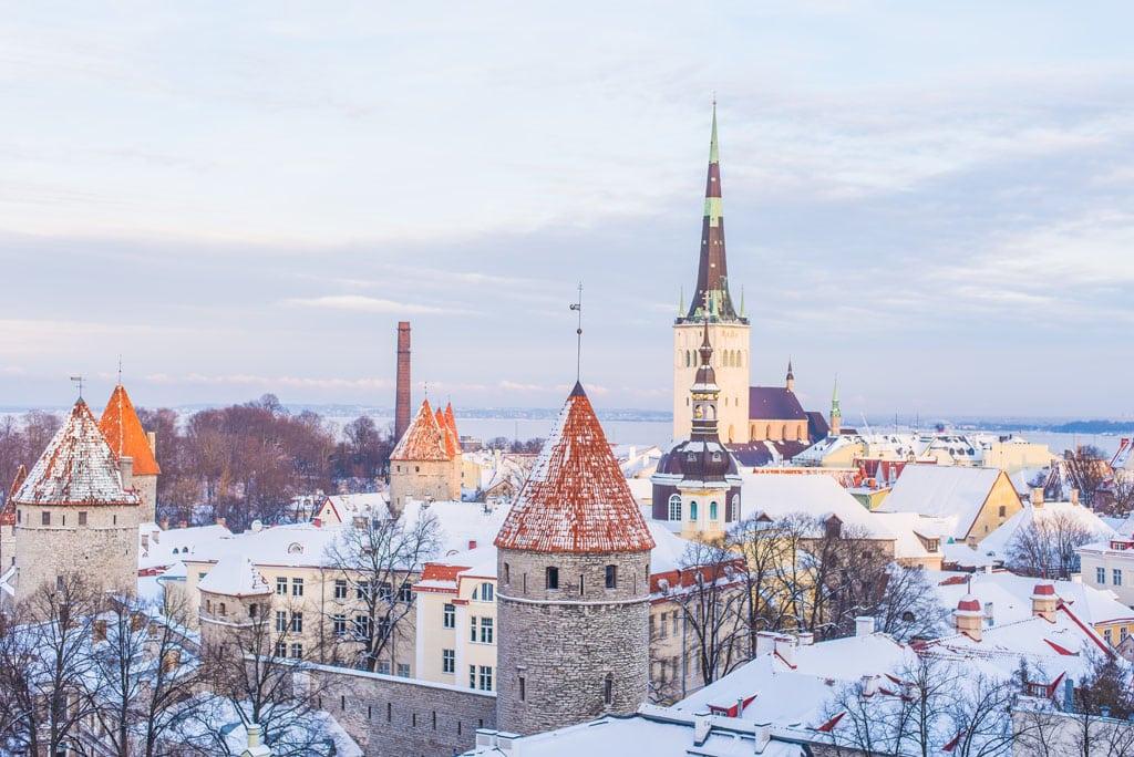 Vista sobre Tallinn, na Estónia, um dos melhores destinos de Inverno da Europa