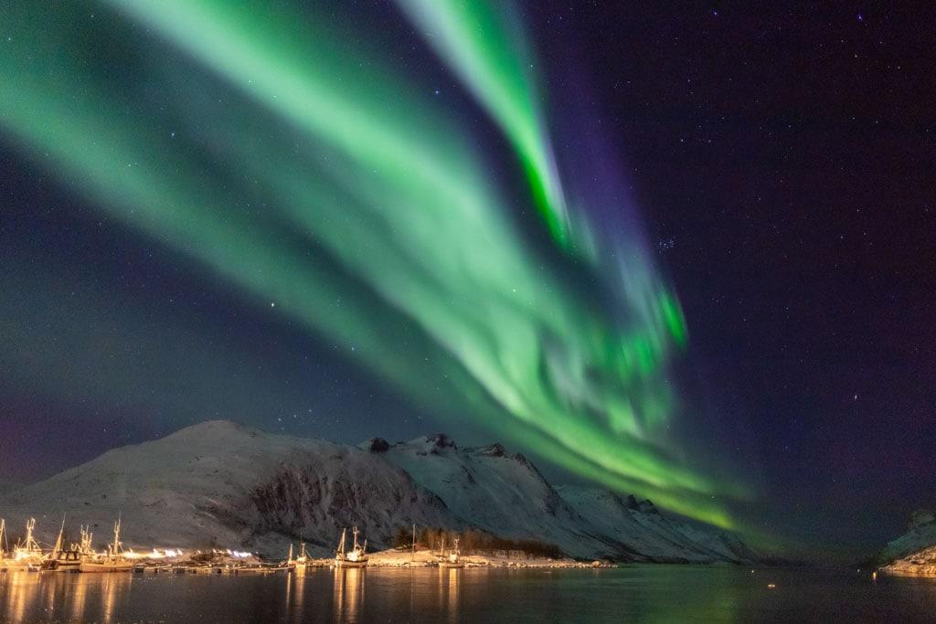 Aurora Boreal sobre Tromsø, na Noruega, um dos melhores destinos de Inverno da Europa