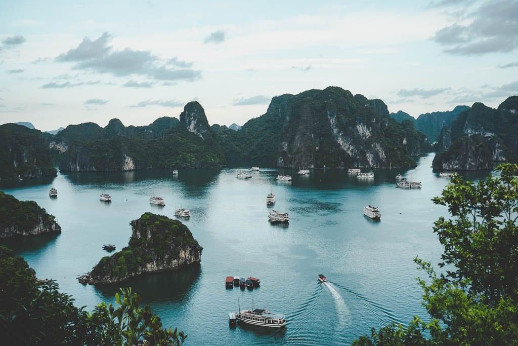 Halong Bay, no Vietname, um dos destinos mais seguros do mundo para viajar sozinha