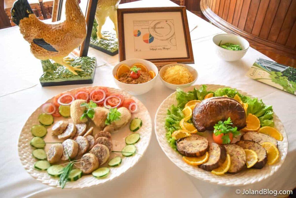 Pratos Tipicos: Bucho e Maranhos no Restaurante Cascata