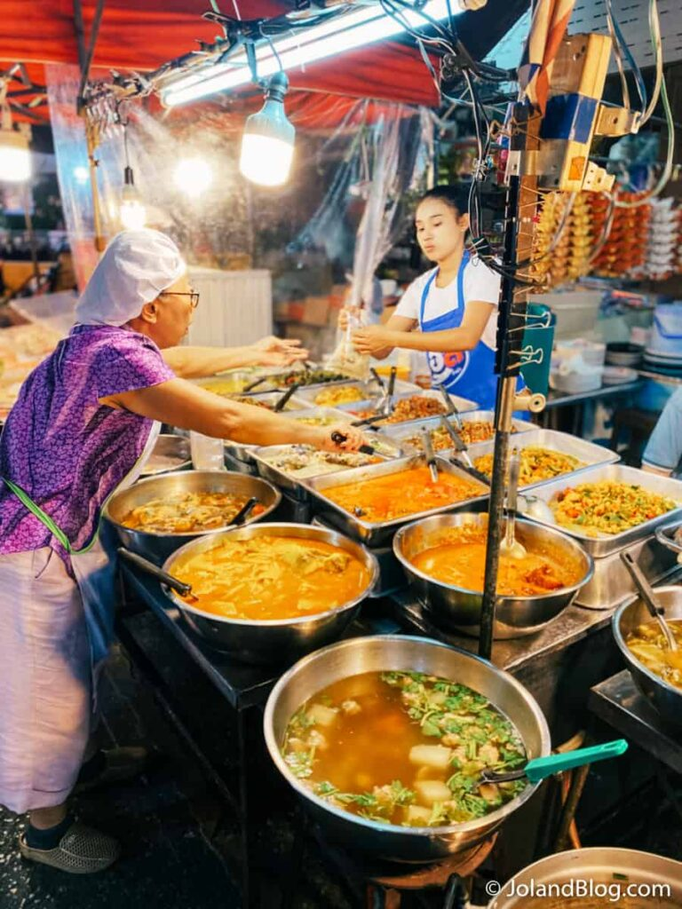Mercado noturno em Surat Thani - Roteiro de Viagem pela Tailândia