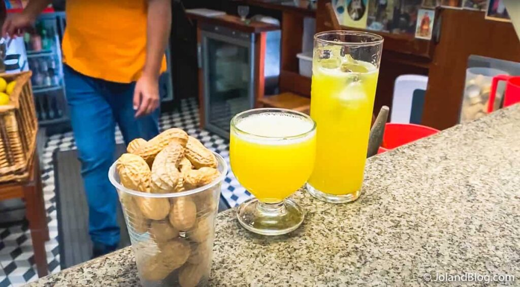Poncha e amendoins na Taberna da Poncha, na Serra d'Água | O que ver e fazer na Ilha da Madeira >> Poncha and peanuts at Taberna da Poncha |  What to do in Madeira Island