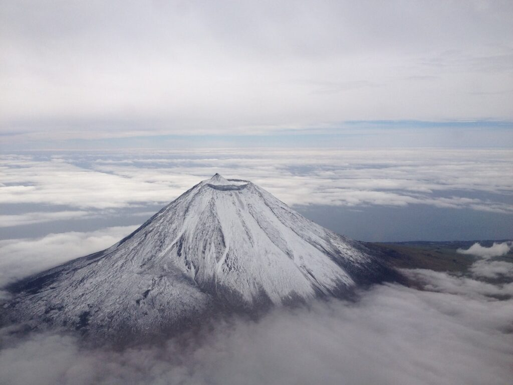 Pico mountain with snow | | What to do in Pico Island, Azores | O que visitar na Ilha do Pico