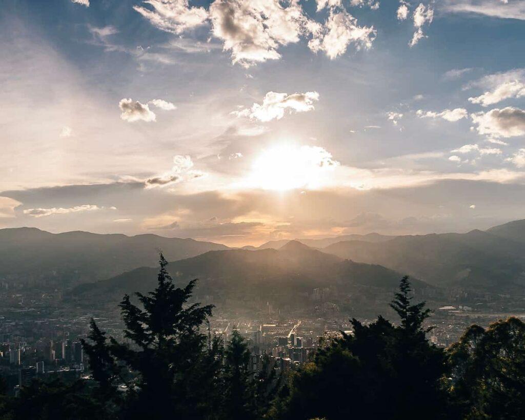 Melhores destinos para nómadas digitais | Medellin, Colombia / Best destinations for Digital Nomads